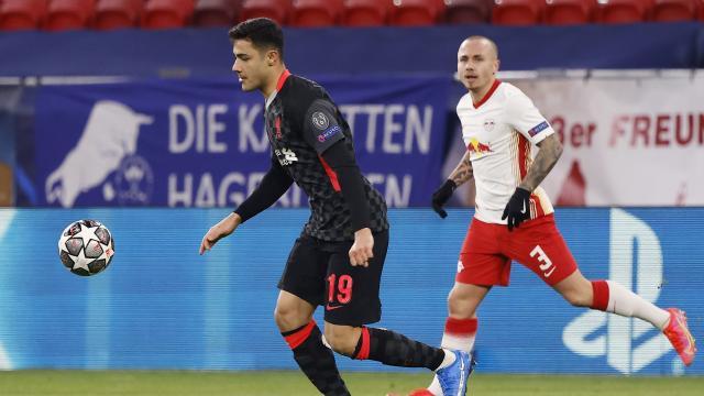 Liverpool forması giyen Ozan Kabak tarihe geçti