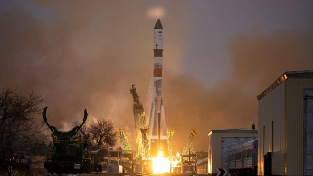 Rus Progress kargo mekiği, Uluslararası Uzay İstasyonuna demirledi