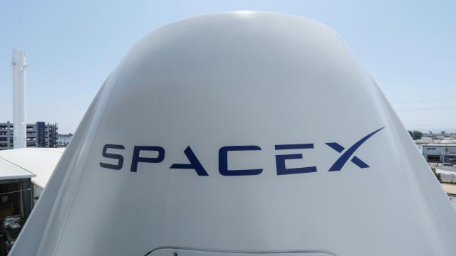 SpaceXin astronot olmayan yolcuları uzay seyahatine başlıyor