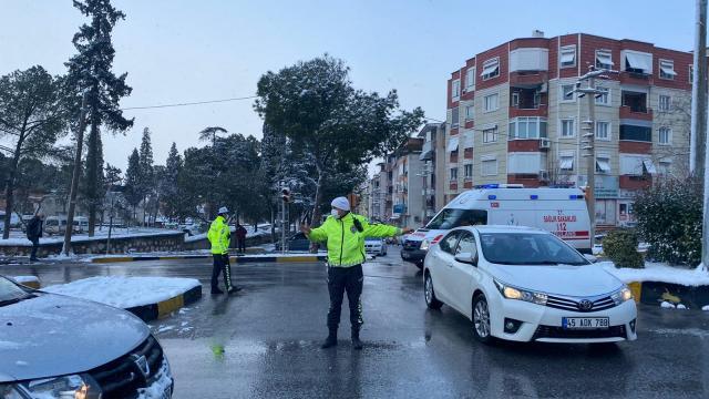 Somada soğuk hava ve kar yağışı hayatı olumsuz etkiliyor