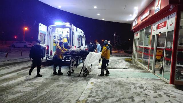 Yolcu otobüsü otomobile çarptı: 5 ölü, 38 yaralı