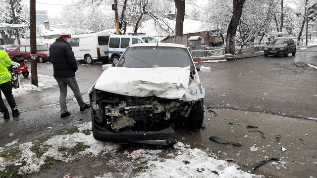 Karabükte iki trafik kazasında 6 kişi yaralandı