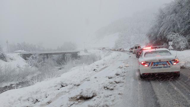 Kastamonuda kar ulaşımda aksamaya neden oldu