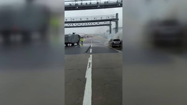 Köprüde seyir halindeki araçta yangın