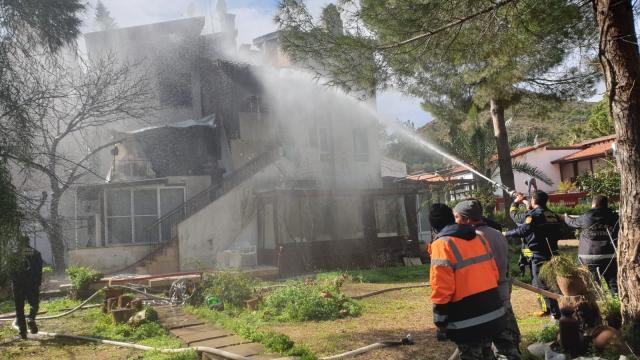 Muğlada villanın çatısında çıkan yangın hasara yol açtı