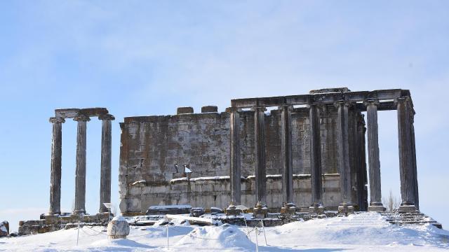 Karla kaplanan Aizanoi Antik Kenti fotoğraf severlerin ilgi odağı oldu