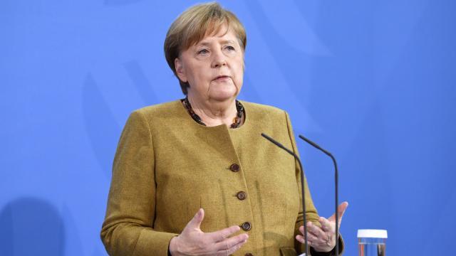 Merkel: Almanyada üçüncü dalgayı kırmış görünüyoruz