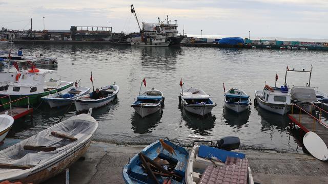 Balıkçılar deniz salyasının bitmesini bekliyor