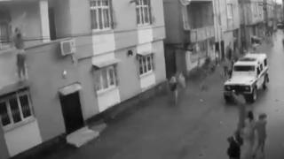 Eşi tarafından darbedildiği öne sürülen kadın balkondan atladı