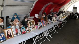 Diyarbakır anneleri yeniden HDP il binası önünde nöbette