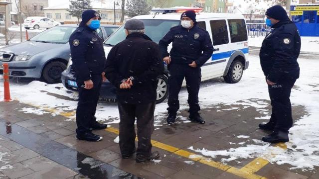 Polisin dikkati yaşlı adamın dolandırılmasını önledi
