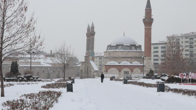 Sivasta kar nedeniyle 109 köy yolunda ulaşım sağlanamıyor