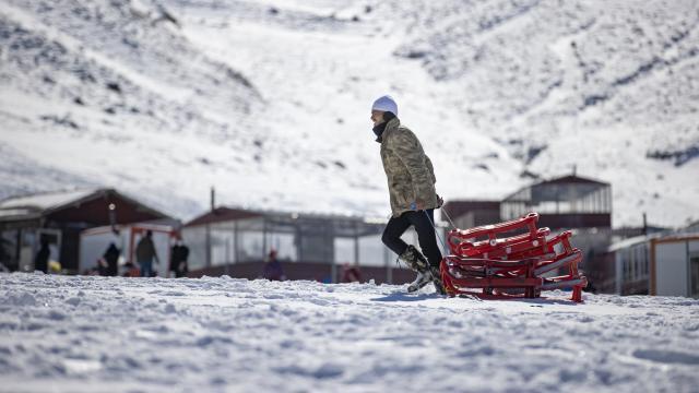 Kar kalınlığı yer yer insan boyunu aştı