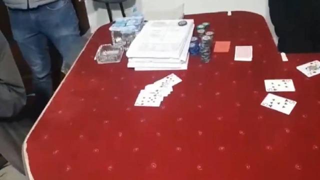 Pizzacı kılığına giren polis kumar baskını düzenledi