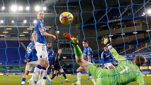 Manchester City, Evertonı yendi