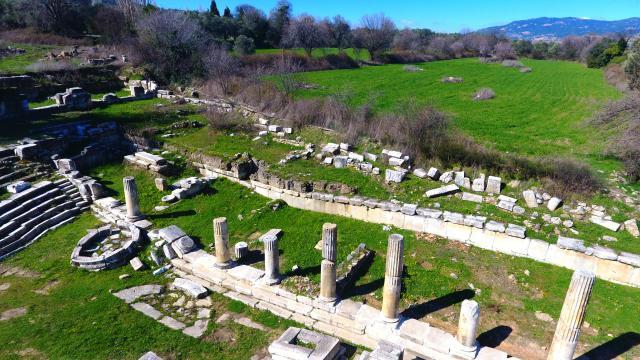 Lagina Hekate Kutsal Alanında 2 bin 50 yıllık sütunlar yeniden yükseliyor