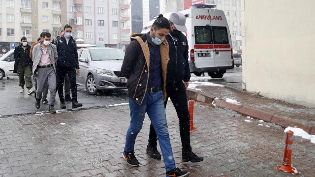 Kayseride terör örgütü DEAŞ üyesi 4 zanlı adliyeye sevk edildi