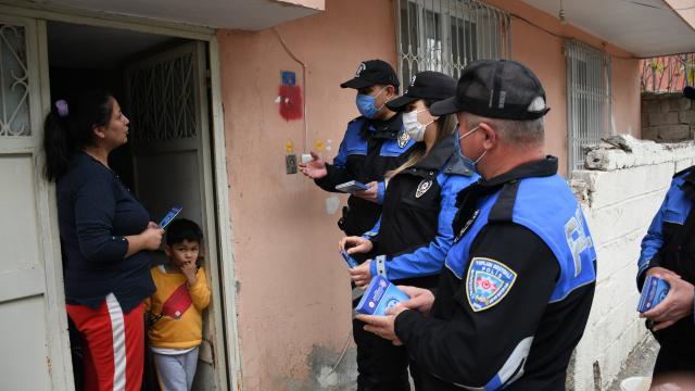 Adanada polis, falcı ve seyyar satıcı gibi evlere giden dolandırıcılara karşı vatandaşı uyardı