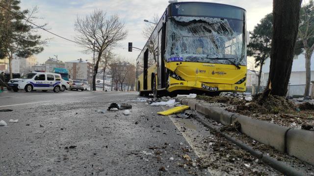 Sancaktepede belediye otobüsü ile minibüs çarpıştı: 7 yaralı