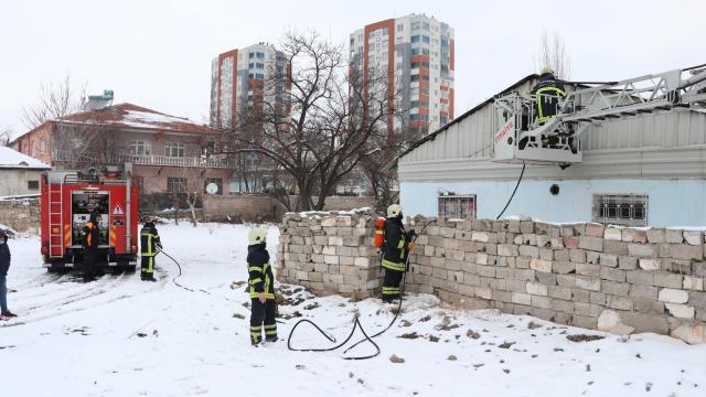 Kayseride gecekonduda çıkan yangın hasara neden oldu
