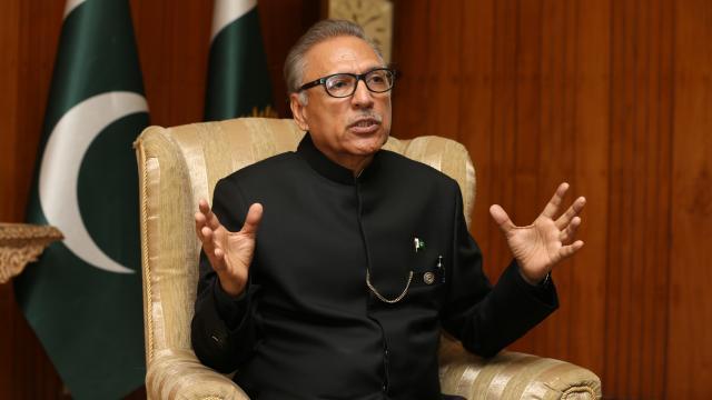 Pakistan Cumhurbaşkanı Alvi, koronavirüse yakalandı