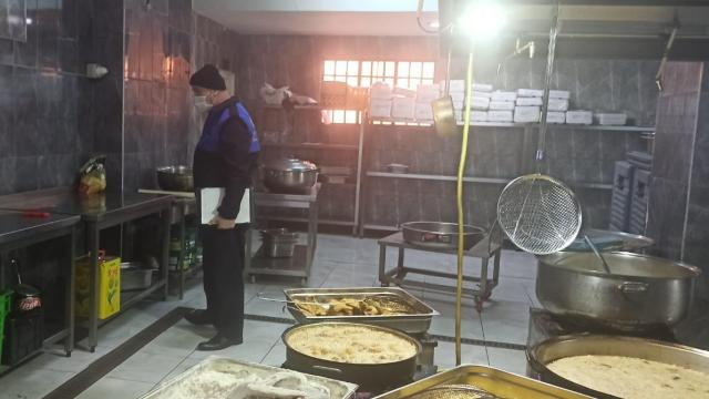 Tuzlada tarihi geçmiş 70 kilo tavuk eti imha edildi