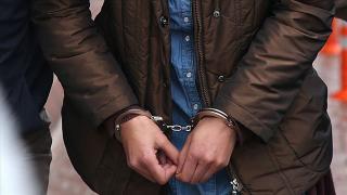 FETÖ elebaşının kitaplarını satan kadın gözaltına alındı