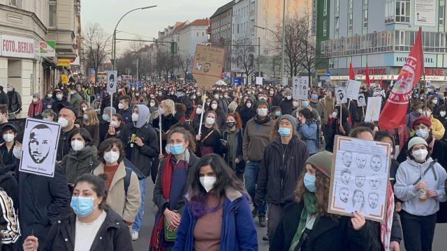 Hanau kurbanları için düzenlenen yürüyüşe binlerce kişi katıldı