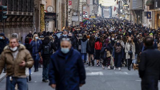 İtalyada vaka sayısı 2,8 milyona yaklaştı