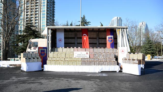 İstanbulda 80 bin paket kaçak puro ele geçirildi