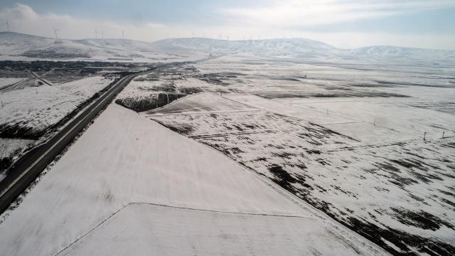 Konya Ovasına yağan kar çiftçinin yüzünü güldürdü