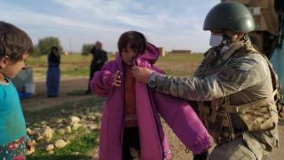 Mehmetçik'ten ihtiyaç sahiplerine yardım eli