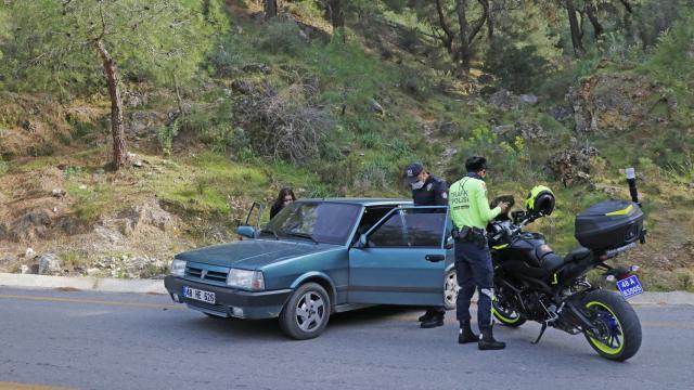 Polisin dur ihtarına uymadı, çifte ceza yedi