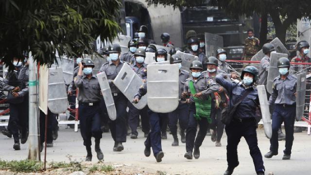 Myanmarda protestolarda hayatını kaybedenlerin sayısı 3e yükseldi