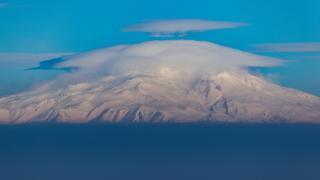 Bulutlarla kaplanan Süphan Dağı güzel görüntüler oluşturdu