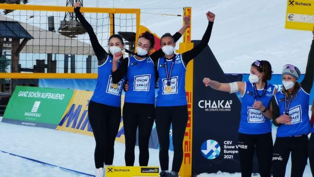 Türkiye Kar Voleybolu Milli Takımı namağlup şampiyon