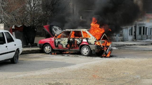 Tekirdağda park halindeki araç yandı