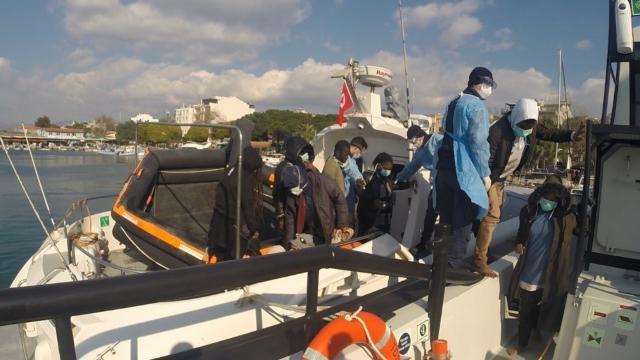 Yunanistanın ölüme terk ettiği 53 sığınmacı kurtarıldı