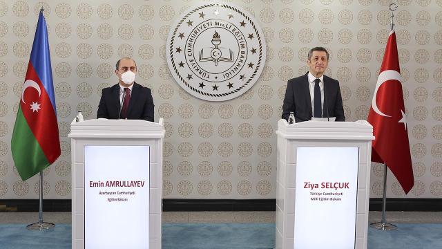 Bakan Selçuk Azerbaycanlı mevkidaşı Amrullayev ile görüştü