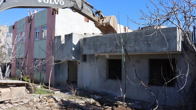 Adıyamanda kentsel dönüşüm projesi kapsamında evlerin yıkımına başlandı