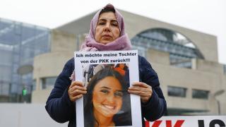 Almanya'da evlat nöbeti sürüyor