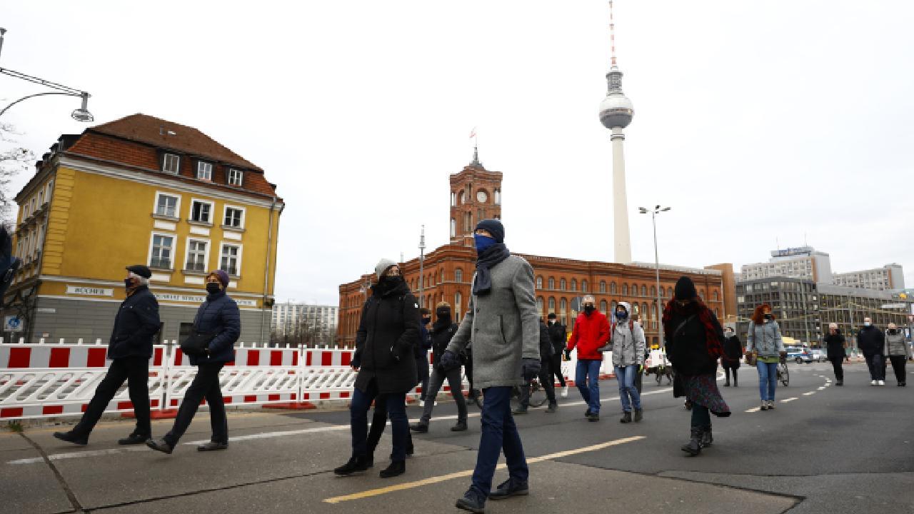 Almanya'da 1 günde 422 ölüm