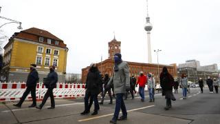 Merkel'den COVID-19 salgınında üçüncü dalga uyarısı