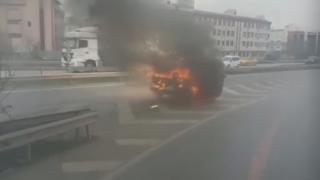 İstanbul'da yanarak kayan araç kamerada