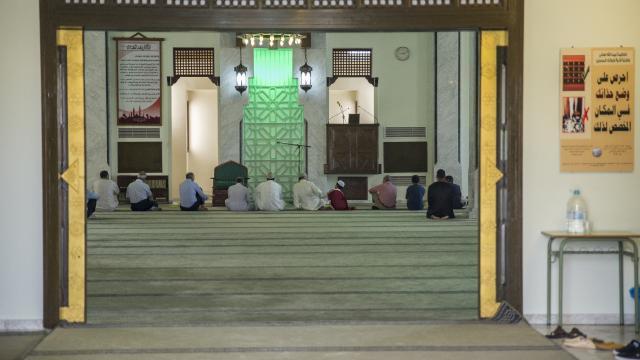 """İspanyada camiye saldırı: Camlara """"İslama ölüm"""" yazdılar"""