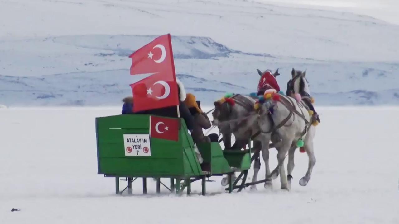 Ardahan'ın kurtuluşunu Çıldır Gölü'nde kutladılar
