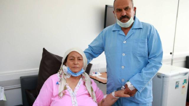 Diyaliz hastası kadın eşinin böbreğiyle yaşama tutundu