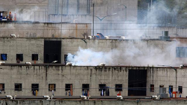 Ekvadorda cezaevinde isyan: 75 mahkum öldü