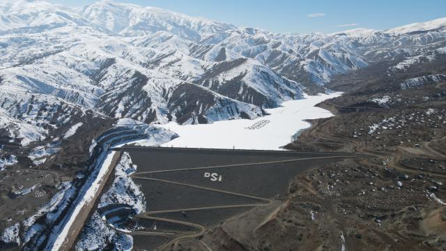 Erzincandaki Göyne Sulama Barajı soğuk havanın etkisiyle dondu
