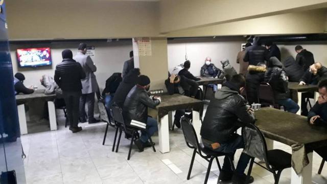 Kumar oynatılan dernek binalarındaki 236 kişiye para cezası